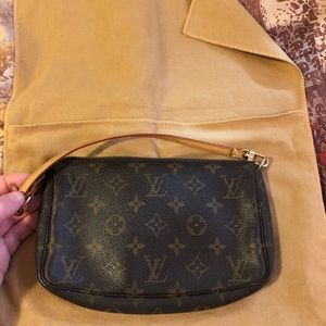 Louis Vuitton accessories pochete